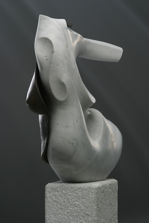 Bert Penning, beeldhouwer - Ode aan de vrouw (zittend)